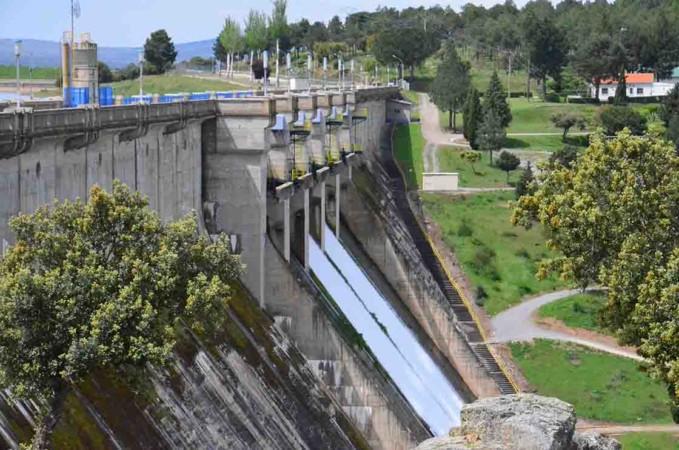 embalse pantano santa teresa abre compuertas abril 2020 (2)