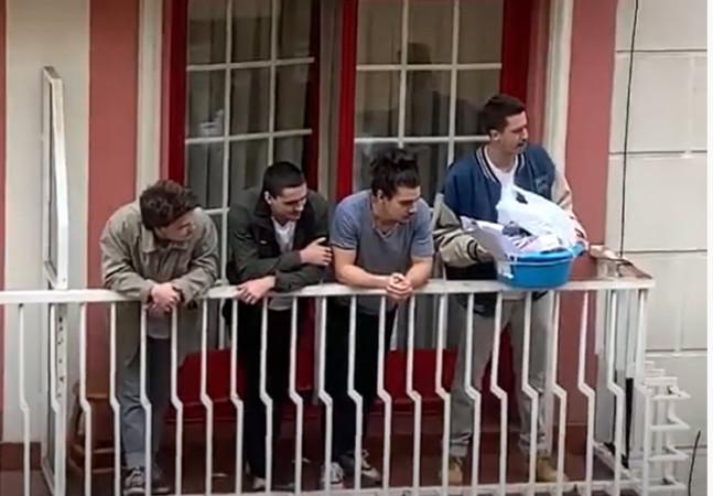 Estudiantes de la Universidad de Salamanca emprenden una iniciativa para ayudar a las familias más necesitadas.