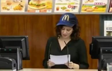 Isabel Díaz Ayuso, con una gorra de McDonald's. Foto. Instagram.