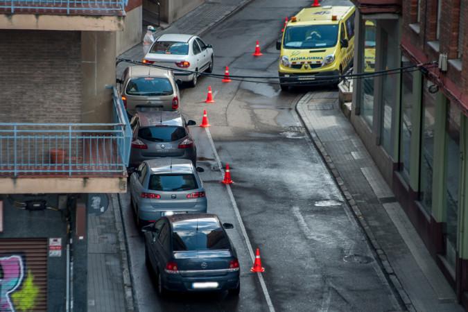 Trasiego de vehículos para realizarse el test de coronavirus en el covid-auto ubicado al lado del centro de salud de La Alamedilla.