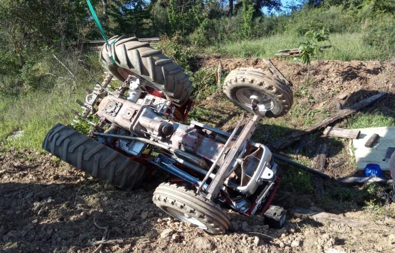 ICAL. Una persona fallece al volcar su tractor en la localidad de Cabañas Raras (León)