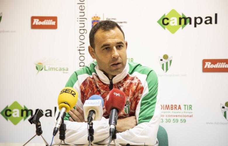 Ángel Sánchez, entrenador del CD Guijuelo.