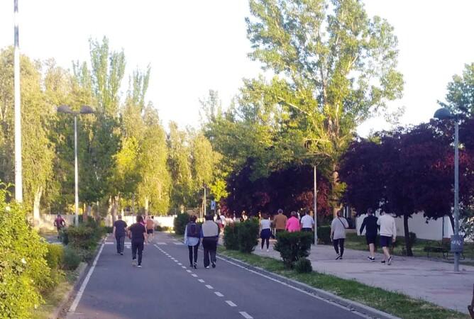 aldehuela confinamiento paseo gente (6)