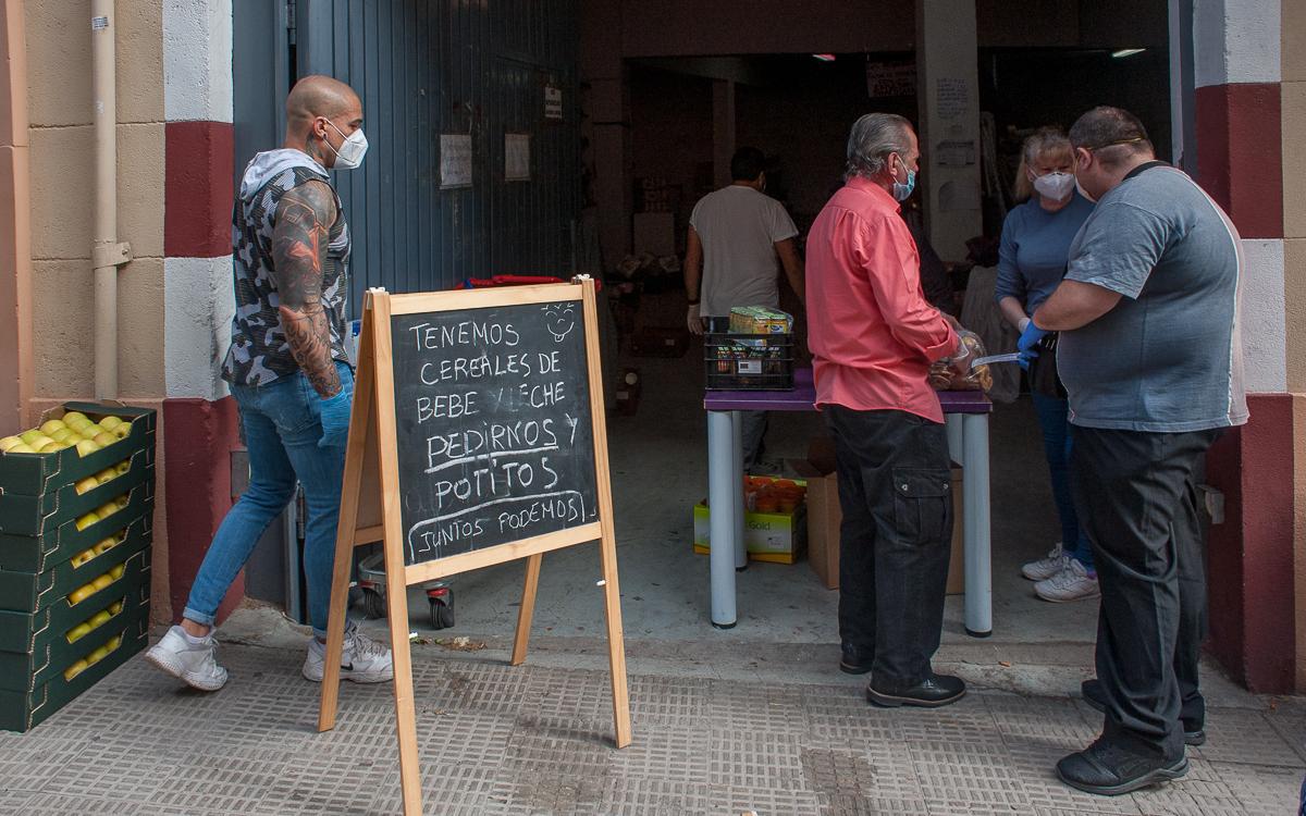 Asociación Caja Solidaria reparto de alimentos.