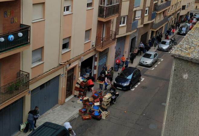pobreza cola fila hambre coronavirus Cientos de personas necesitan que les den alimentos