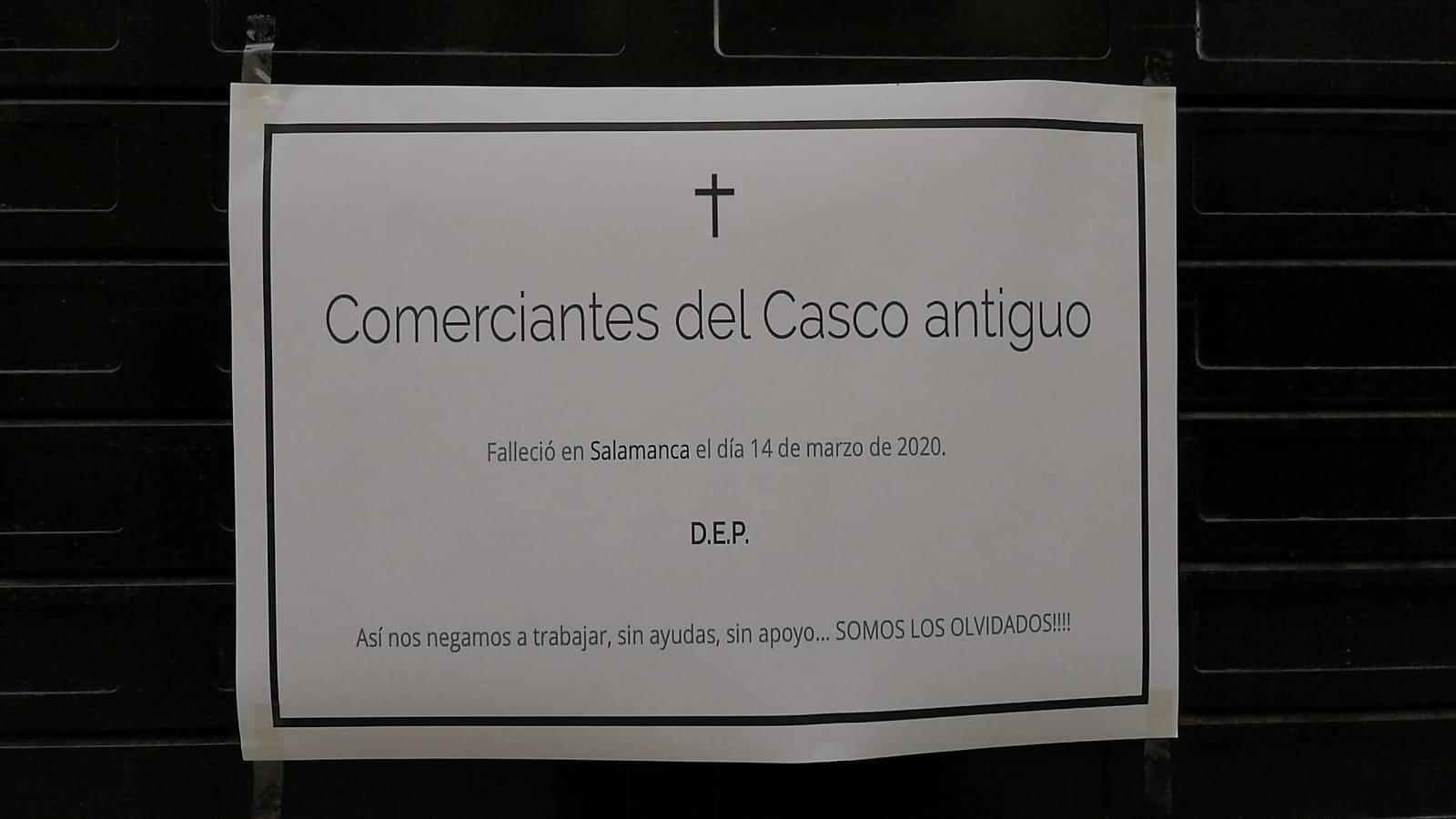 Una de las esquelas que se puede ver en un comercio del Casco Antiguo.
