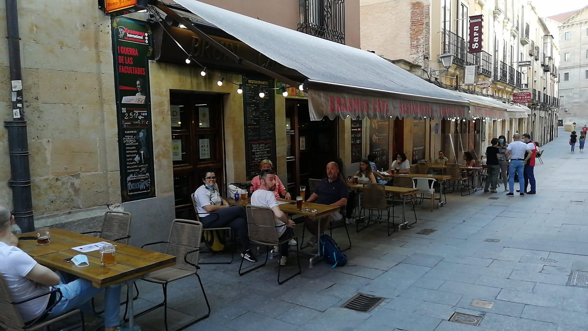 Terraza del Erasmus ubicada en la calle Meléndez.