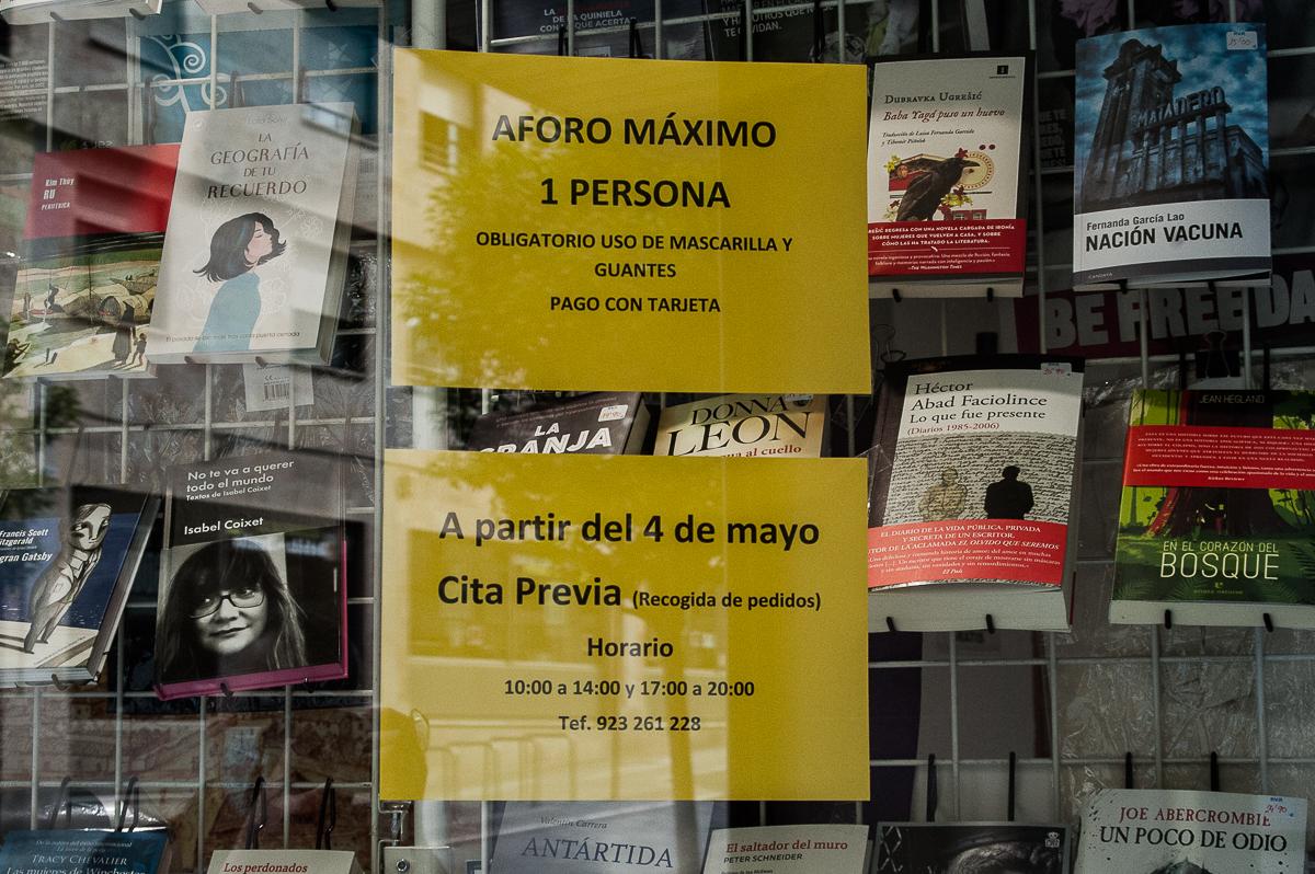 La medidas de seguridad de la librería Víctor Jara.