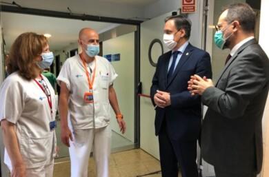 alcalde visita hospital con gerente foto aytosalamanca