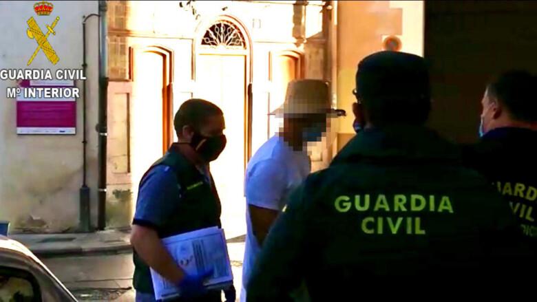 Nacho Vidal, entrando en los juzgados de Xàtiva. Foto. Guardia Civil