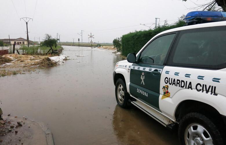 Isa Vicente ICAL . Bomberos de Ciudad Rodrigo rescatan a un vecino de Martín de Yeltes (6)