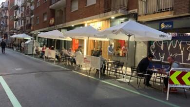 Las terrazas ocuparán la vía pública hasta que las autoridades sanitarias permitan el aforo del 100%