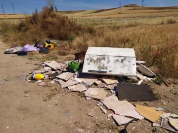 Escombrera ilegal en Calzada de Medina, junto al camino de Moriscos.