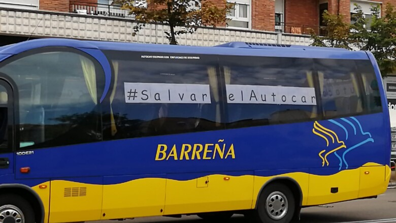 Decenas de autocares han recorrido el centro de Salamanca para hacer oír sus reivindicaciones.