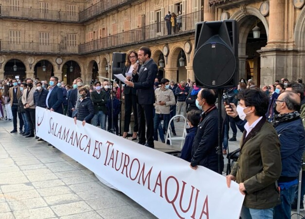 Los defensores de los toros 'toman' la Plaza Mayor de Salamanca