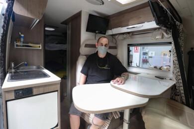 Campillo / ICAL . Camperiza-T, empresa leonesa dedicada a camperizar furgonetas. En la imagen, el propietario, Tino Álvarez