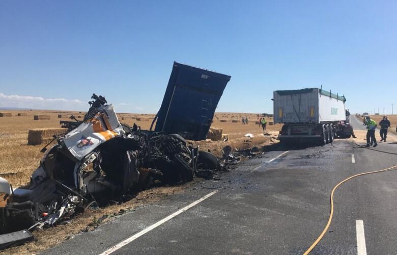 Accidente Mortal entre dos camiones en Macotera. (1)