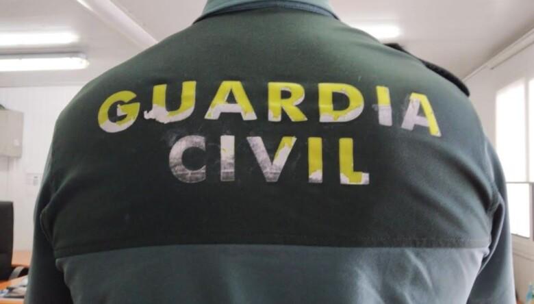 guardia civil uniforme deteriorado