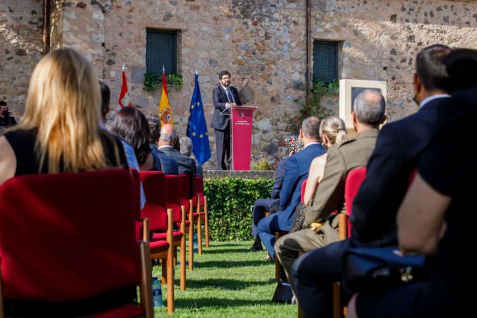 Nacho Valverde / ICAL. El representante de los familiarares de los fallecidos por la Covid-19, Eduardo Estévez, durante el acto