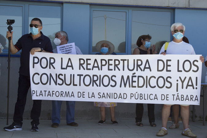 JL Leal ICAL Concentración por la reapertura de los consultorios médicos en Tábara, Zamora.