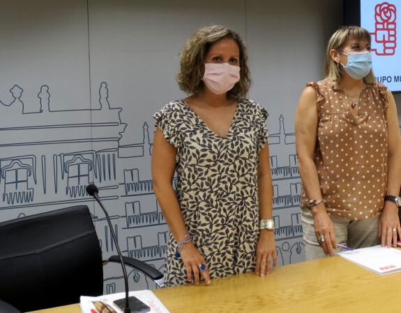 Mª de los Ángeles Recio y Mª Gacía, concejales del PSOE en Salamanca.