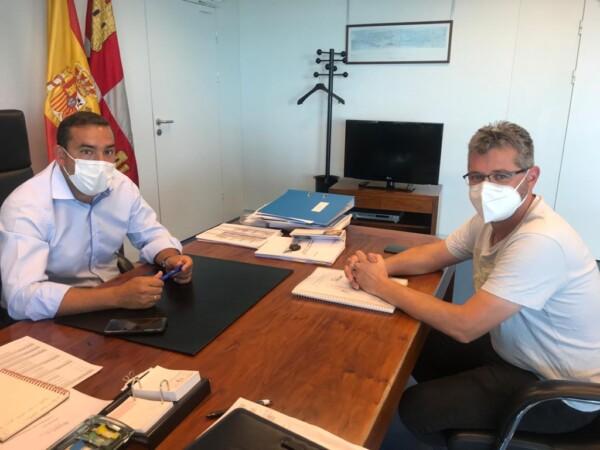 Eloy Ruiz, delegado de la Junta, y Manuel Hernández, portavoz de Cs en la Diputación.