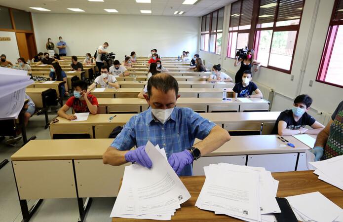 Rubén Cacho ICAL . Centenares de estudiantes se examinan de la EBAU (5)