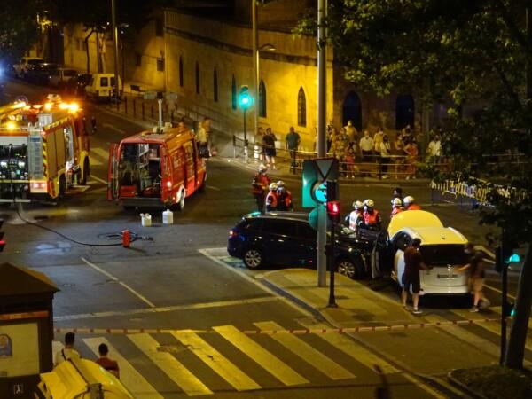Accidente de tráfico en el cruce de María Auxiliadora con la Avenida de Portugal. (2)