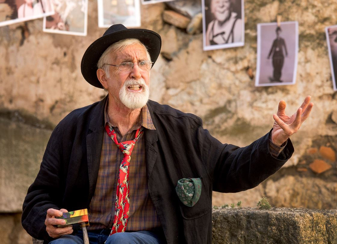 Isa Vicente / ICAL . El actor irlandés Denis Rafter durante su interpretación en Divierteatro. Feria de Teatro de Castilla y León