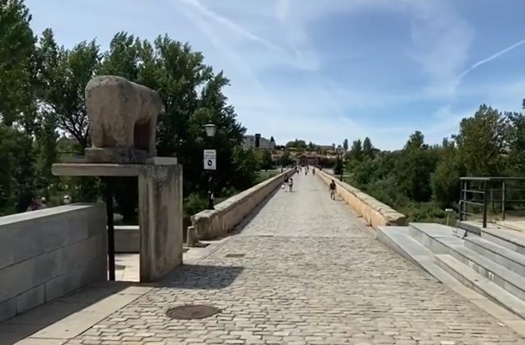 La entrada del Puente Romano.