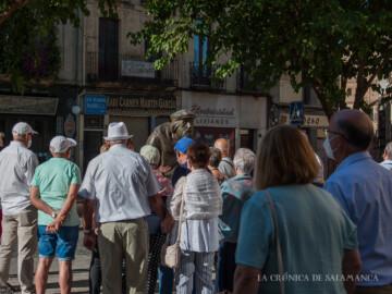 Turistas conociendo Salamanca un 15 de agosto.