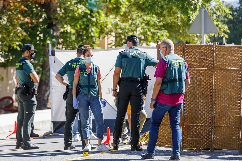 Nacho Valverde  ICAL . Una mujer ha sido asesinada en plena calle en la Granja de San Ildefonso