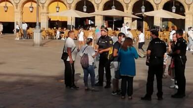 Policías nacionales, en la Plaza Mayor.