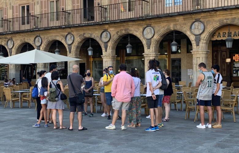 Turistas en la Plaza Mayor de Salamanca. (2)