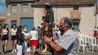 Valdelosa honró a su patrón, San Roque, con una misa al aire libre.