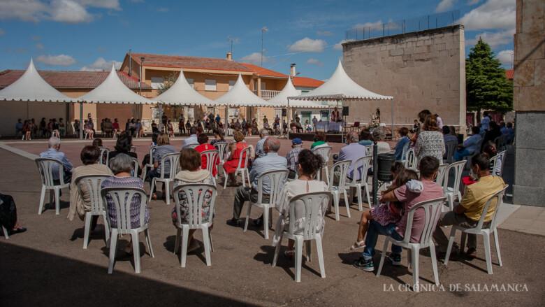 Los vecinos de Valdelosa celebraron a su patrón, San Roque, con una misa al aire libre.