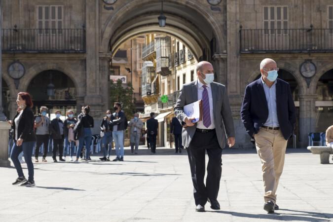 JESÚS FORMIGO / ICAL . El vicepresidente de la Junta, Francisco Igea, en la Plaza Mayor de Salamanca.