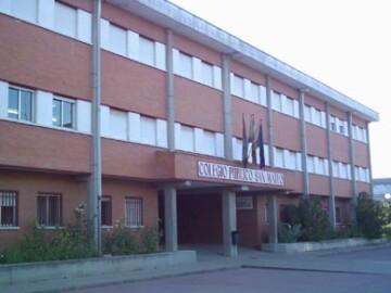 Fachada del colegio San Mateo, en Salamanca.
