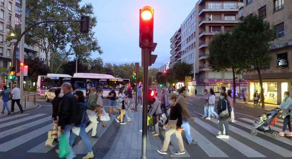 gente semaforo avenida mirat