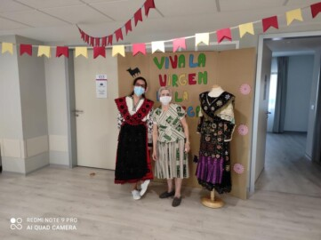 Los residentes de Clece Vitam San Antonio celebran la Virgen de la Vega.