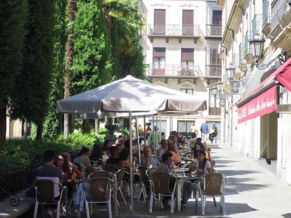 terraza gente plaza libertad coronavirus