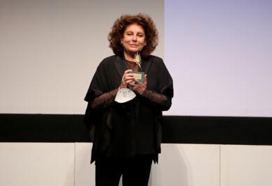 Leticia Pérez / ICAL . Charo López recibe la Espiga de Honor en el marco del Día del Cine y Audiovisual de Castilla y León en el festival.