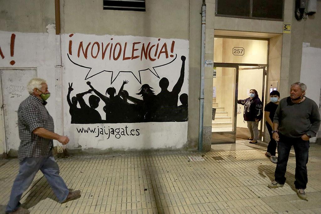 Tomás Alonso ICAL . Disturbios en el barrio de Gamonal tras finalizar una concentración en contra de las restricciones para frenar la Covid-19.
