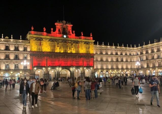 ayuntamiento fachada bandera españa