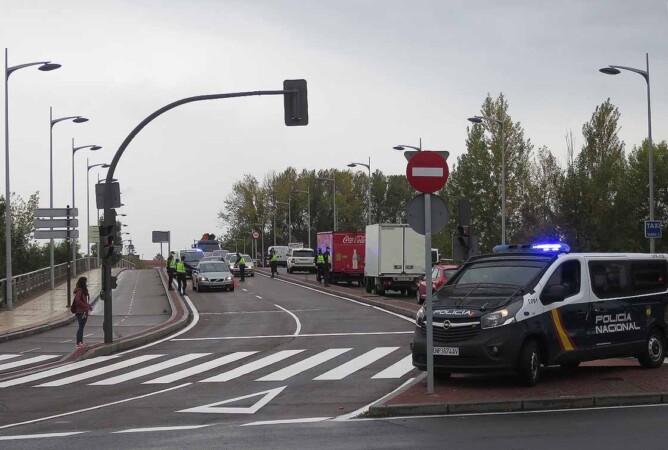 control policia nacional confinamiento puente juan carlos I (3)