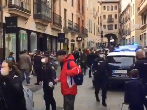 Despliegue policíal en la calle Toro por una discusión de pareja.