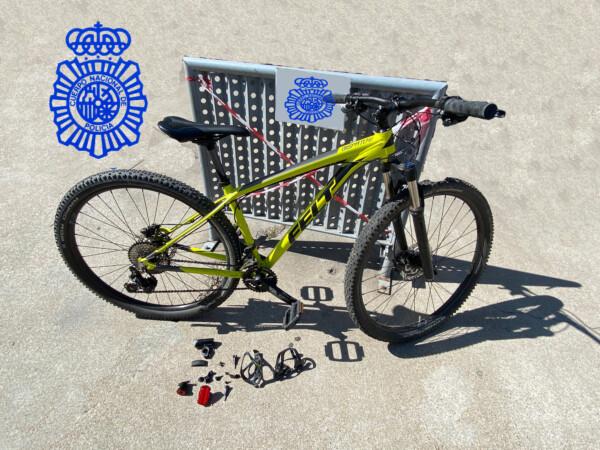La bicicleta robada en un garaje y localizada en una plataforma de venta de artículos.