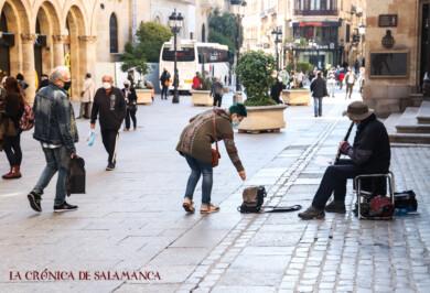 gente mascarilla 13 oct david martin musico callejero (3)