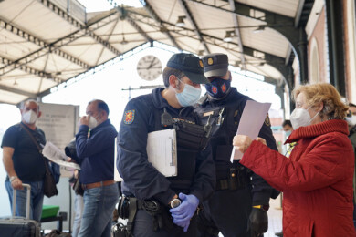 Miriam Chacón ICAL . Control de la Policía Nacional en la estación de Valladolid con motivo del cierre perimetral de la región.