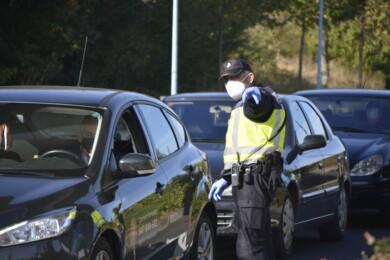Policías Nacionales en el control de la Vía en el control de Vía Helmántica, en Salamanca.